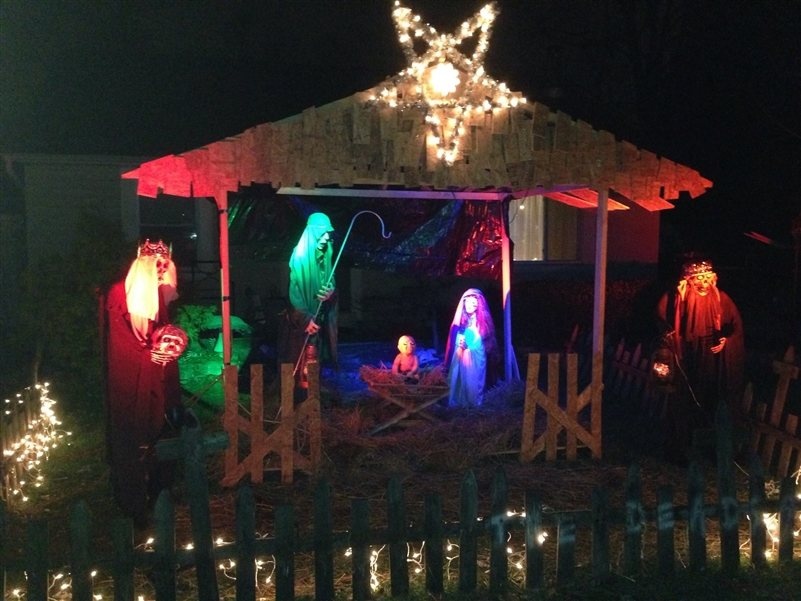Ohio Man is Honoring Zombie Christmas by Refusing to Take Down ...
